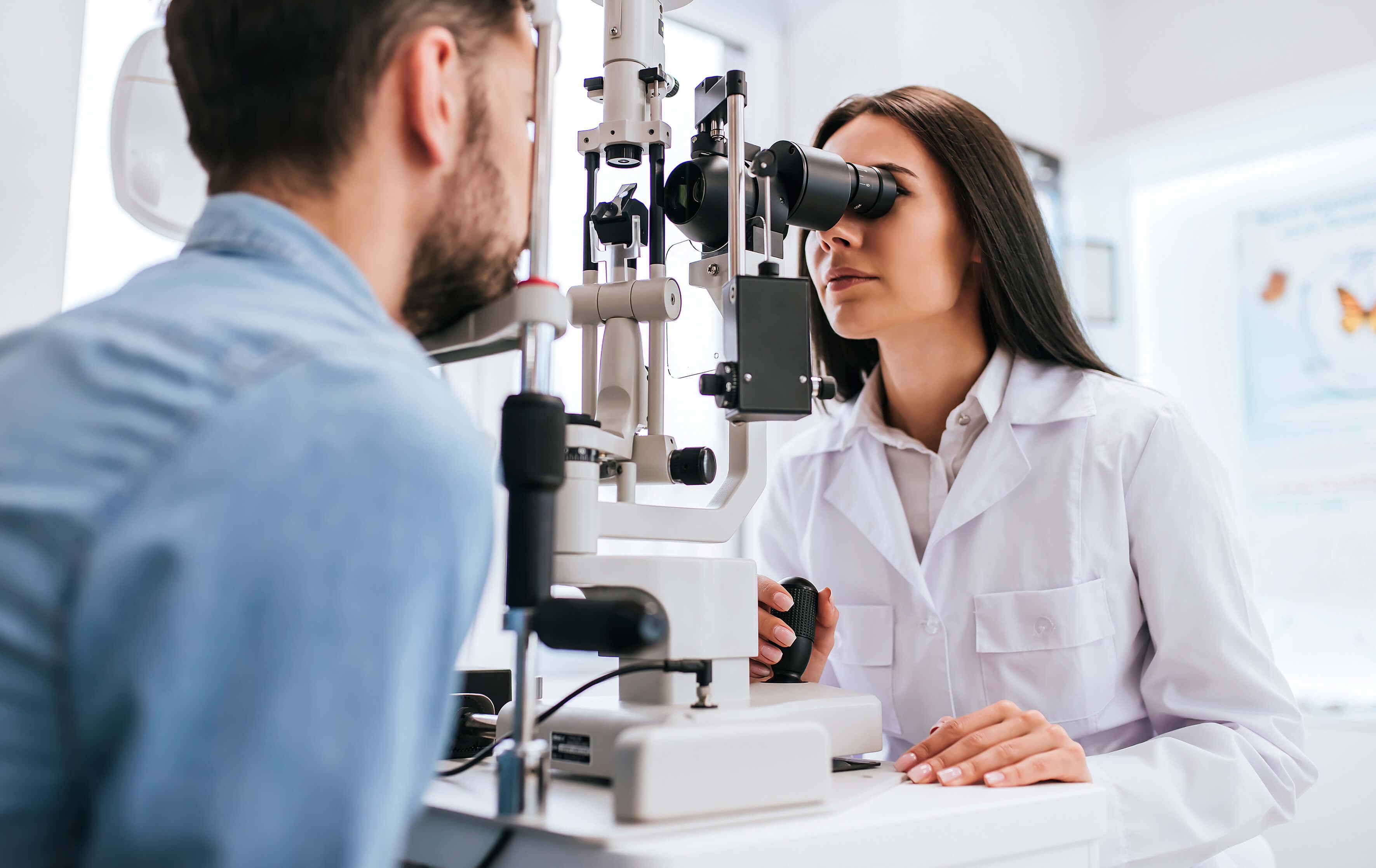 Funktionstest hos neuro optometrist inden samsynstræning